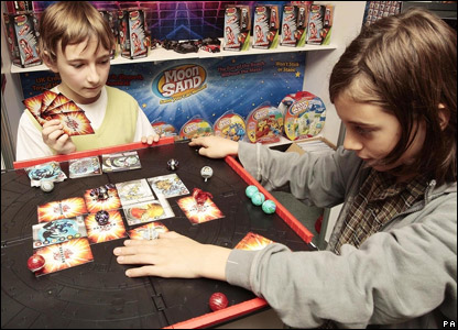 Children playing the Bakugan game