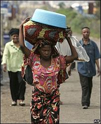 大批剛果難民逃避戰亂