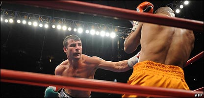 Joe Calzaghe fights Roy Jones Jnr