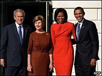 布什夫妇与奥巴马夫妇在白宫合影