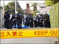 警察在攻擊現場調查