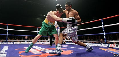 Amir Khan in action against Oisin Fagan