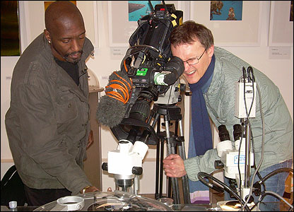 Willard Wigan and Newsround's cameraman Darryl
