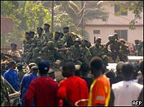 几內亞士兵上街巡邏