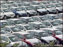 韓國雙龍汽車公司生產的汽車停在廠區內