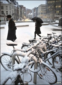 Snow covered bicycles in Brussels (Photo AFP PHOTO / DOMINIQUE FAGET)