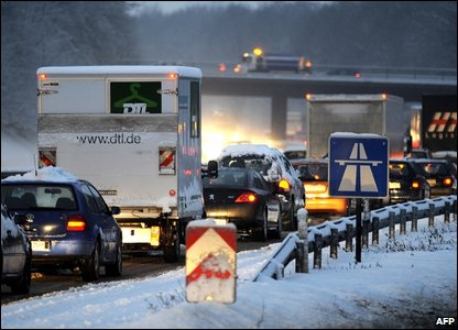 Cars stuck in a jam on the A52 highway in Essen, western Germany (Photo by: VOLKER HARTMANN/AFP/Getty Images)