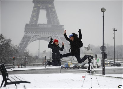 Japanese tourists jump in front of the Eiffel tower (AP Photo/Yoan Valat)