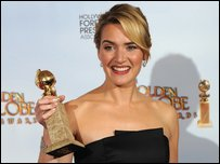 Kate Winslet holding one of her awards (photo by JEWEL SAMAD/AFP/Getty Images)
