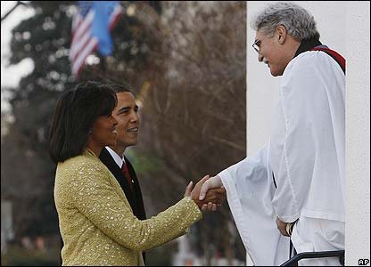 Barack Obama, Michelle Obama and the Rev. Luis Leon