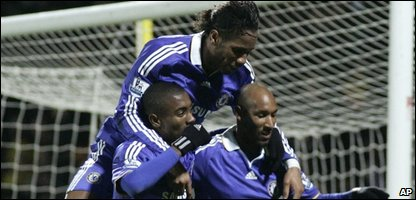 Nicolas Anelka, Salomon Kalou, Didier Drogba (AP Photo/Sang Tan)