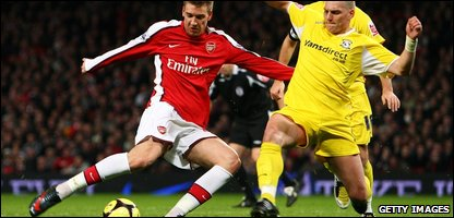 Arsenal's Nicklas Bendtner shoots in front of Cardiff City's Darren Purse
