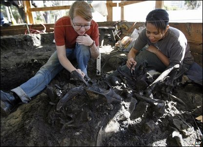 Andrea Thomer, left, and Michelle Tabencki work on a fossilfound at the site