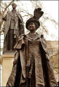 英王太后銅像揭幕