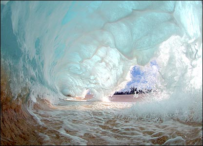 In Pictures: Amazing waves _45521586_wave_bubble