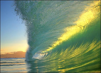 In Pictures: Amazing waves _45521598_wave_sunset