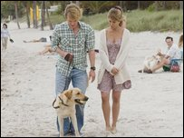 John and Jenny Grogan take Marley for a walk
