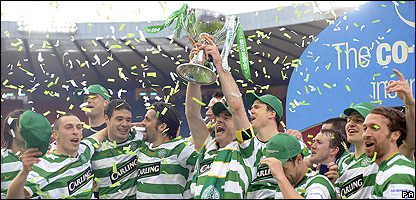 Celtic celebrate winning the Scottish League Cup