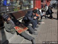 遼寧沈陽街頭等待工作機會的農民工(13/03/2009)