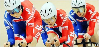 Great Britain's Joanna Roswell, Lizzie Armistead and Wendy Houvenaghel  during the race