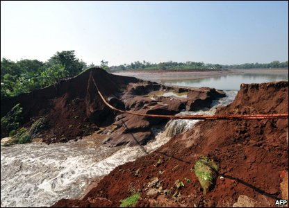 The Situgintung dam after it burst (Photo by ADEK BERRY/AFP/Getty Images)