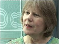 Teacher <b>Jean Roberts</b> was punched and kicked by a pupil at her school - _45683651_teacher_grab