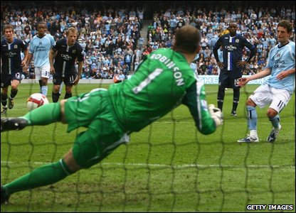 Paul Robinson goes the wrong way as he tries to stop Elano scoring for Manchester City.