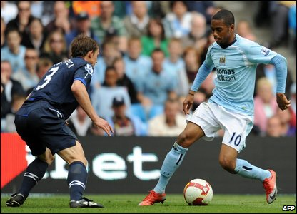 Blackburn Rovers' defender Stephen Warnock (Left) battles for the ball with Manchester City forward Robinho