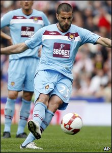 West Ham's Diego Tristan scores from a free kick