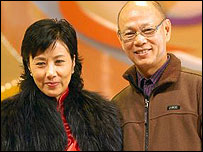汪明荃(左)與羅家英(中新社圖片15/11/2007)