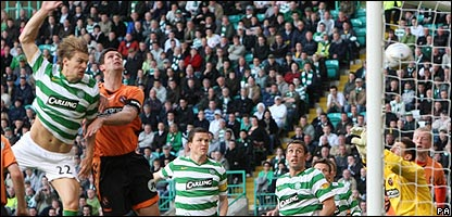 Glenn Loovens scores for Celtic