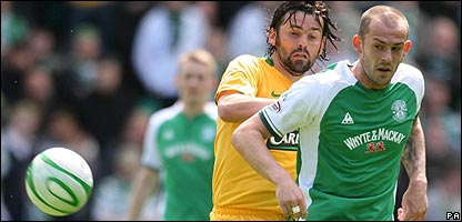 Celtic's Paul Hartley and Hibernian's Steven Fletcher