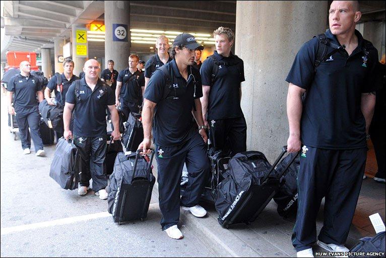 toronto airport arrivals