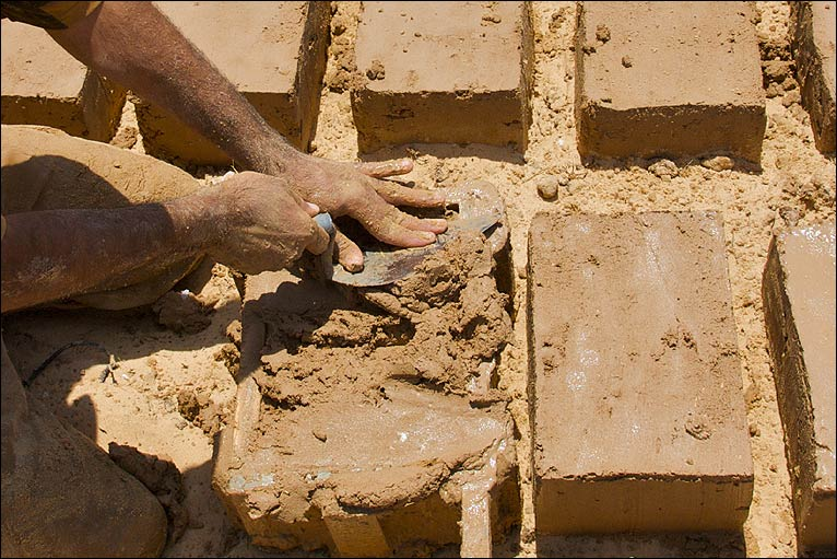 Bbc news middle east in pictures gaza 39 s new mud homes for What is soil made out of