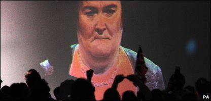 Fans watch Susan Boyle on the big screen
