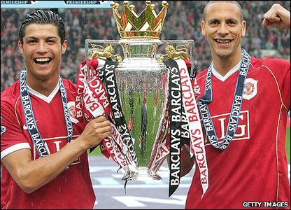 Cristiano Ronaldo, Rio Ferdinand, Manchester United, lift the Premiership trophy