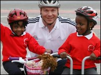 Sir Chris Hoy with primary school pupils
