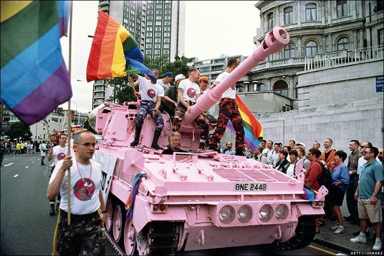 http://news.bbc.co.uk/media/images/46002000/jpg/_46002520_1995_tank_getty.jpg