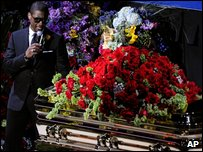 Usher performing next to Michael Jackson's coffin during the memorial service