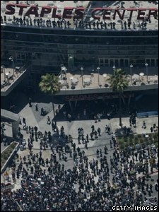 Thousands of fans gathered outside the Staples Centre in Los Angeles before the memorial service
