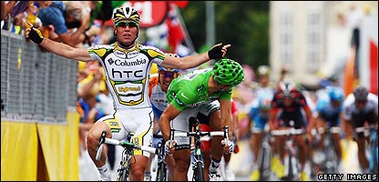 Mark Cavendish wins stage 10