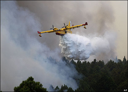 Planes are also dropping thousands of litres of water on the blazes.