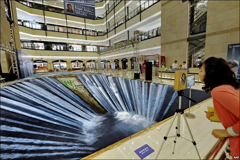 Bbc news in pictures day in pictures for Floor 3d painting