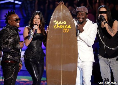 The Black Eyed Peas with their award for thebest rap/hip hop track