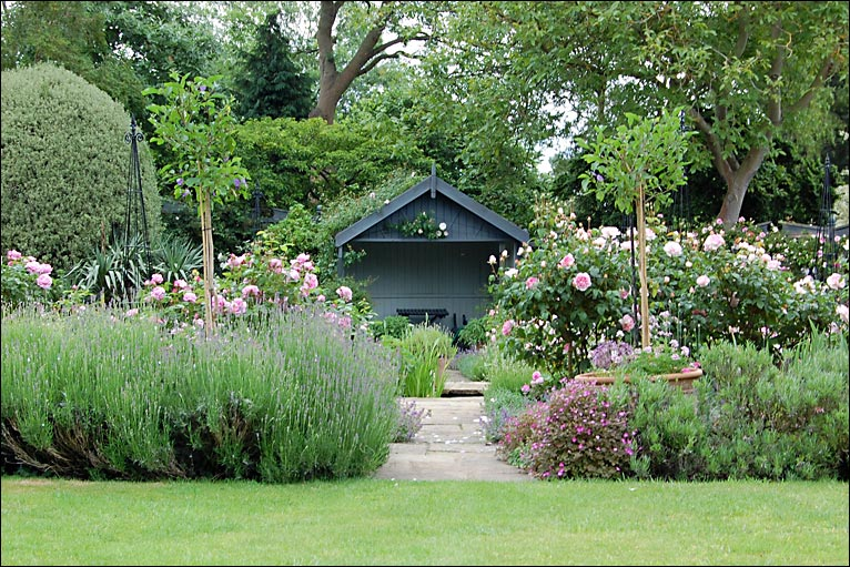 Bbc in pictures old rectory garden for Garden design with roses