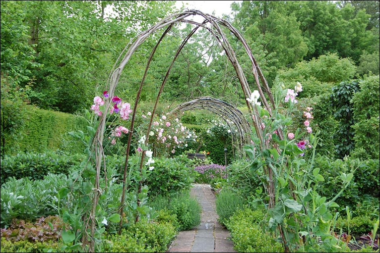 Bbc in pictures old rectory garden for Formal vegetable garden design