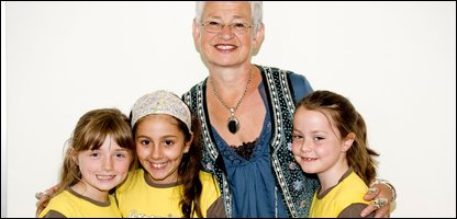 Niamh, Isabella and Charlotte with Jacqueline Wilson