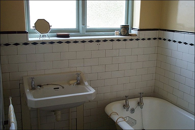 28 1930 bathroom design 1930s bath home design for Bathroom ideas 1930s semi