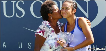 Heather Watson poses with her mum, after winning the US Open girls singles.
