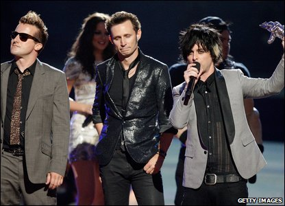 Green Day pick up their award for Best Rock Video.